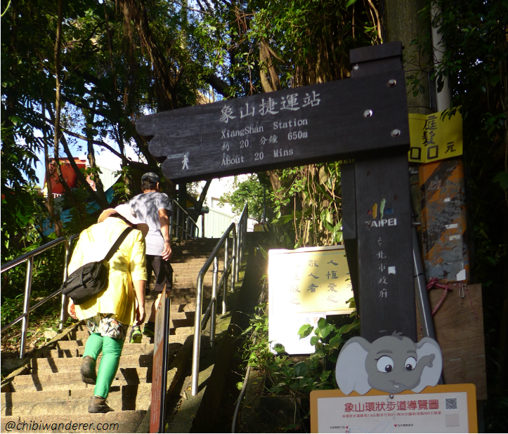 Start of Trail in Elephant Mountain Taipei, Taiwan